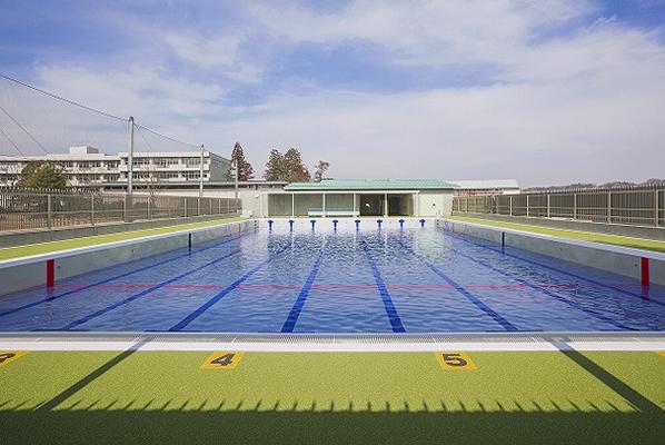 鳩山中学校プール